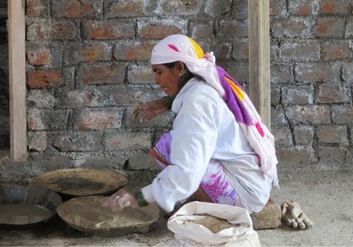 Arbeiterin auf der Baustelle im Gesundheitszentrum in Pune