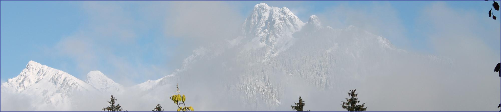 Kontakt zu Freunde Anna Dengel - ein Symbolbild mit schneebedecktem Bergpanorama aus der Heimat Anna Dengels