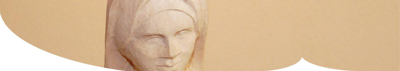 Ausschnitt der Holzfigur Anna Dengel